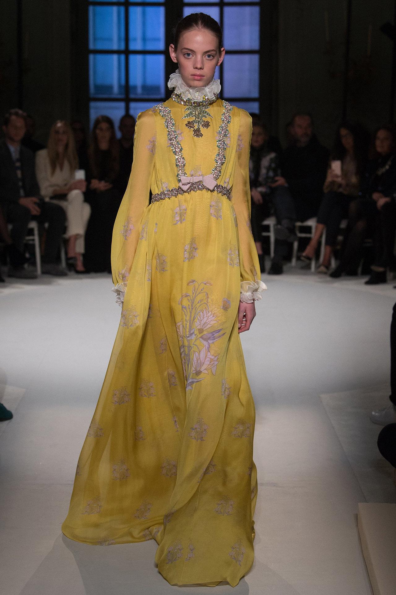 Mariana Zaragoza for Giambattista Valli Spring 2017 Couture